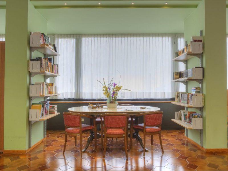 la biblioteca del Centro Residenziale